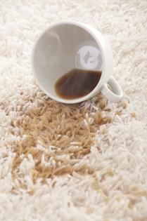 Kaffeeflecken, Rotweinflecken und andere Verfärbungen beseitigen wir zuverlässig.